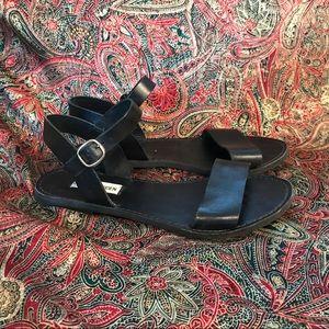 Steve Madden Donddi flat strappy sandals